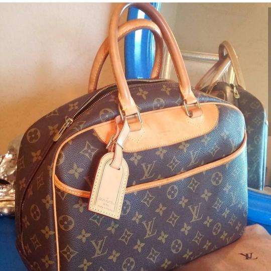 Preload https://item5.tradesy.com/images/louis-vuitton-deauville-brown-and-tan-leather-satchel-23332034-0-2.jpg?width=440&height=440