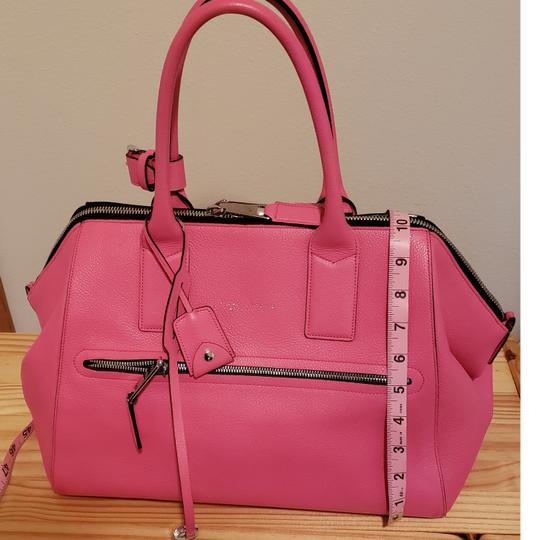 Preload https://img-static.tradesy.com/item/23332080/marc-jacobs-euc-rare-incognito-leather-pink-satchel-0-1-540-540.jpg