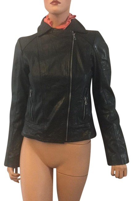 Preload https://item4.tradesy.com/images/guess-jacket-size-6-s-23332178-0-1.jpg?width=400&height=650