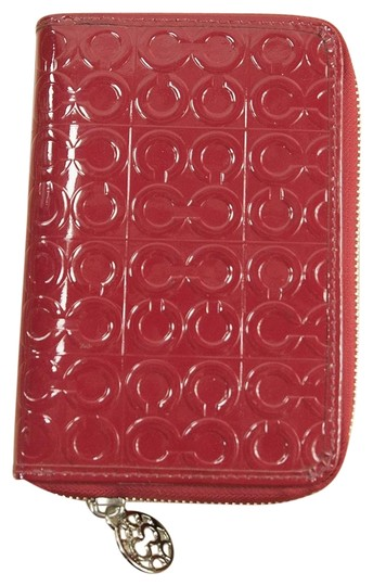 Preload https://item4.tradesy.com/images/coach-red-debossed-patent-leather-signature-planner-23332248-0-1.jpg?width=440&height=440