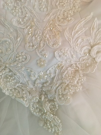 Mori Lee Lace Tulle Decorated with Pearls Formal Wedding Dress Size 10 (M)