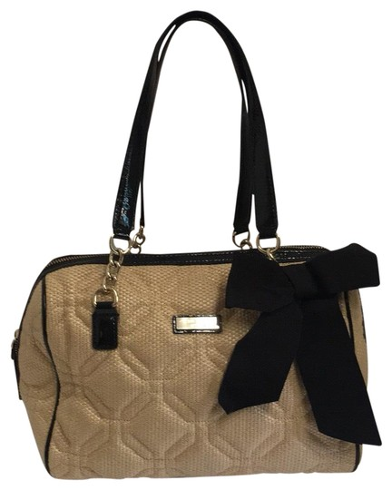 Preload https://img-static.tradesy.com/item/23333003/kate-spade-quilted-black-straw-and-patent-leather-shoulder-bag-0-1-540-540.jpg