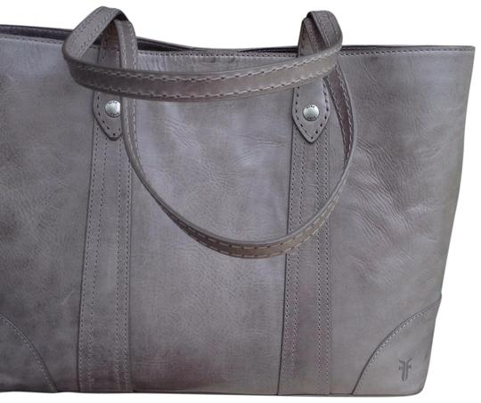 Preload https://item1.tradesy.com/images/frye-melissa-shopper-ice-grey-hand-stitching-ice-washed-grey-italian-leather-tote-23333090-0-1.jpg?width=440&height=440