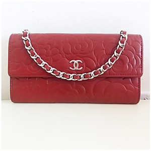 121009432e4d12 Red Chanel Clutches - Up to 90% off at Tradesy