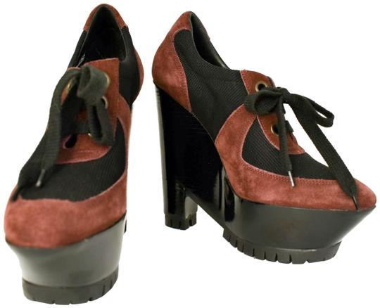 Preload https://item1.tradesy.com/images/burberry-brown-leather-and-black-runway-pumps-sandals-size-us-95-regular-m-b-23333315-0-1.jpg?width=440&height=440