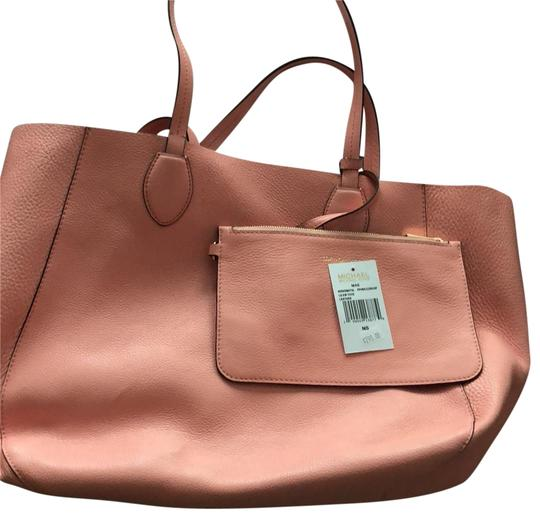 Preload https://item4.tradesy.com/images/michael-kors-double-sided-work-tote-peach-leather-laptop-bag-23333943-0-1.jpg?width=440&height=440