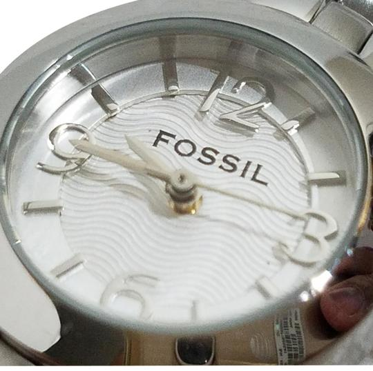 Preload https://img-static.tradesy.com/item/23334028/fossil-silver-dial-numbers-watch-0-4-540-540.jpg
