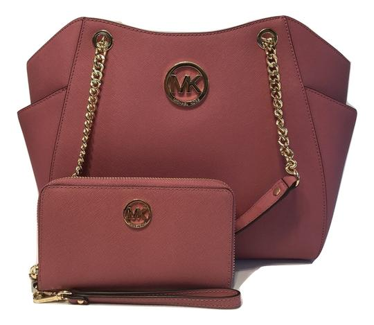 Preload https://item5.tradesy.com/images/michael-kors-jet-set-travel-lg-chain-tote-and-matching-phone-wallet-tulip-saffiano-leather-shoulder--23334154-0-0.jpg?width=440&height=440