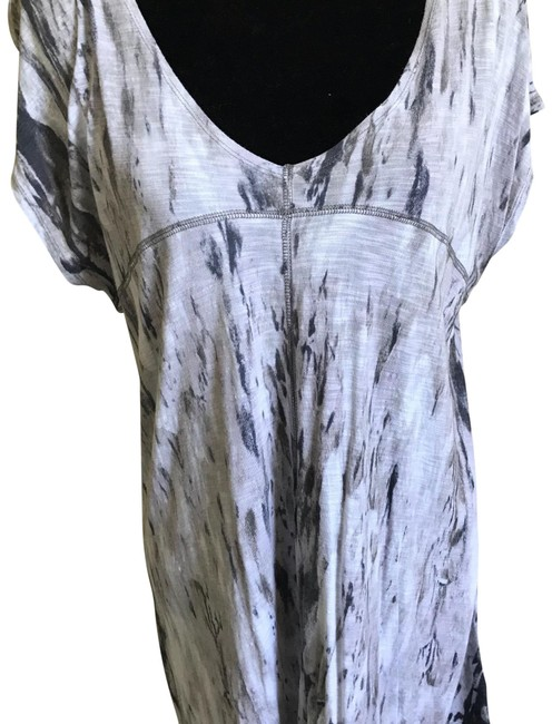 Preload https://img-static.tradesy.com/item/23334301/lucy-and-laurel-pale-grey-white-tunic-size-16-xl-plus-0x-0-1-650-650.jpg