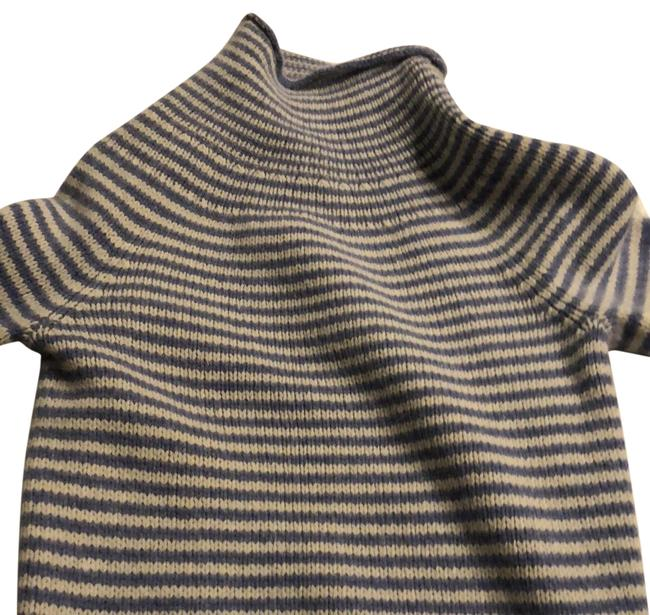 Preload https://img-static.tradesy.com/item/23334468/jcrew-light-blue-white-striped-sweaterpullover-size-8-m-0-1-650-650.jpg
