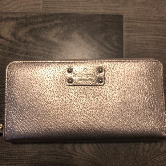 Preload https://img-static.tradesy.com/item/23334710/kate-spade-rosegold-neda-wallet-0-1-540-540.jpg