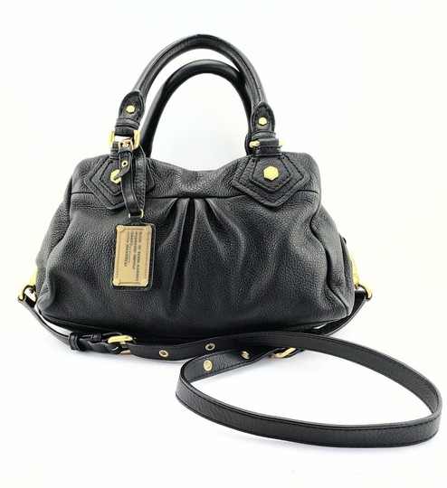 Preload https://item5.tradesy.com/images/marc-by-marc-jacobs-classic-hang-tag-charm-crossbody-tote-black-leather-satchel-23334729-0-0.jpg?width=440&height=440