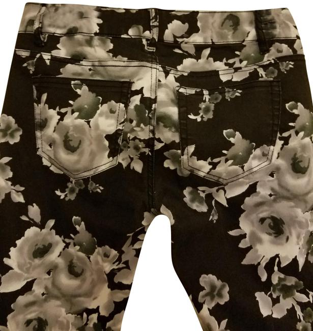 Preload https://img-static.tradesy.com/item/23335233/tinseltown-black-and-white-floral-denim-couture-skinny-jeans-size-27-4-s-0-1-650-650.jpg