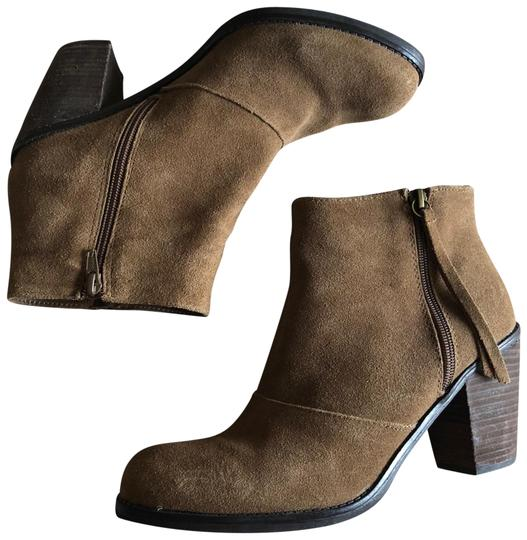 Preload https://item5.tradesy.com/images/crown-vintage-taupe-suede-bootsbooties-size-us-10-regular-m-b-23335309-0-1.jpg?width=440&height=440