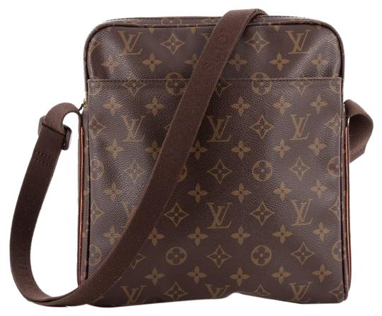 Preload https://item3.tradesy.com/images/louis-vuitton-trotteur-beaubourg-monogram-866767-brown-coated-canvas-cross-body-bag-23335342-0-3.jpg?width=440&height=440