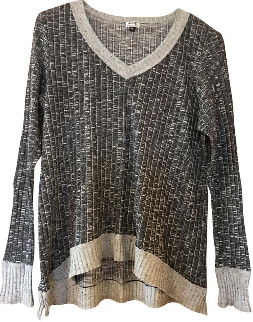Preload https://item3.tradesy.com/images/grey-heather-v-neck-sweaterpullover-size-14-l-23335437-0-2.jpg?width=400&height=650