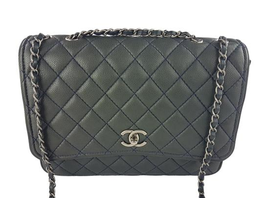 Preload https://img-static.tradesy.com/item/23335453/chanel-classic-flap-caviar-black-grey-leather-shoulder-bag-0-2-540-540.jpg