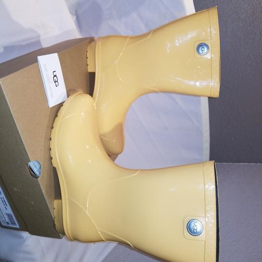 Preload https://item5.tradesy.com/images/ugg-australia-snf-yellow-w-sienna-bootsbooties-size-us-8-regular-m-b-23335584-0-0.jpg?width=440&height=440