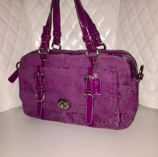 Preload https://img-static.tradesy.com/item/23335621/coach-chelsea-horse-and-carriage-print-purple-canvas-satchel-0-0-540-540.jpg