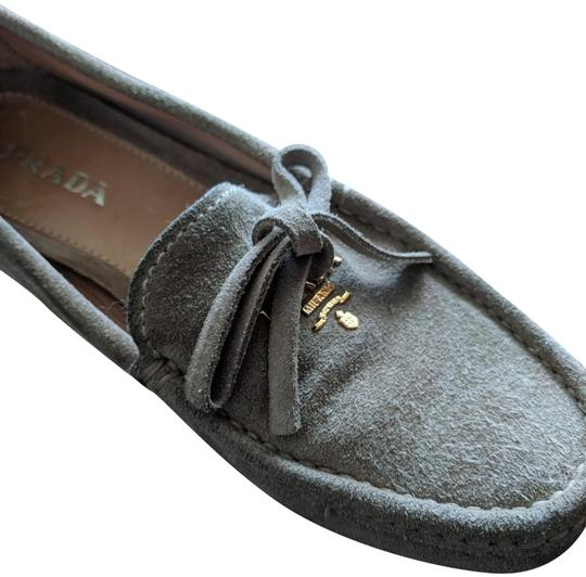 Preload https://img-static.tradesy.com/item/23336204/prada-taupe-rare-suede-loafer-with-gold-logo-bows-flats-size-eu-36-approx-us-6-regular-m-b-0-1-540-540.jpg
