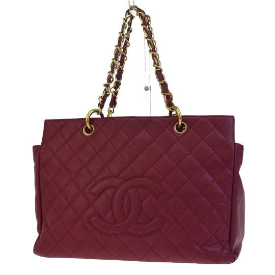 Preload https://item4.tradesy.com/images/chanel-cc-gst-quilted-chain-bordeaux-caviar-leather-shoulder-bag-23336343-0-0.jpg?width=440&height=440