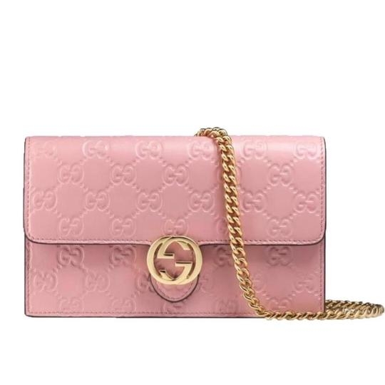 Preload https://item5.tradesy.com/images/gucci-chain-wallet-icon-pink-leather-shoulder-bag-23336354-0-0.jpg?width=440&height=440