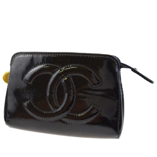 Preload https://item3.tradesy.com/images/chanel-cc-logo-case-pouch-accessory-black-patent-leather-clutch-23336537-0-0.jpg?width=440&height=440