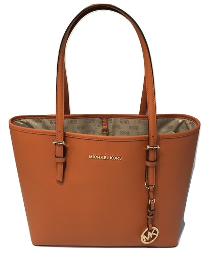 Preload https://img-static.tradesy.com/item/23336976/michael-kors-jet-set-traveler-md-carryall-tangerine-leather-satchel-0-0-540-540.jpg