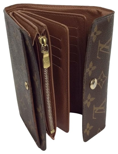 Preload https://item5.tradesy.com/images/louis-vuitton-brown-classic-monogram-canvas-alexandra-wallet-organizer-with-coin-pocket-wallet-23336979-0-3.jpg?width=440&height=440