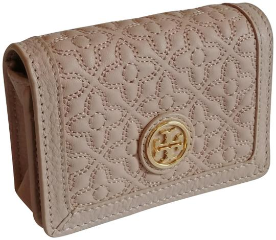 Preload https://img-static.tradesy.com/item/23337103/tory-burch-light-oakblush-bryant-foldable-card-case-quilted-leather-wallet-0-1-540-540.jpg