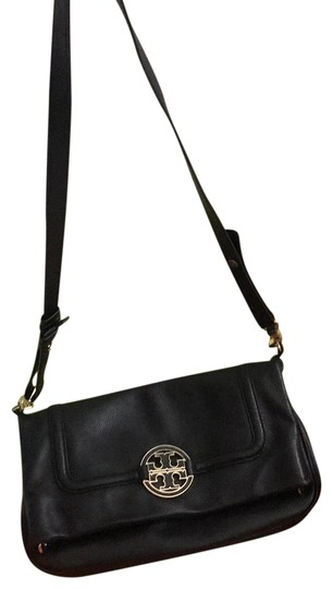 Preload https://item4.tradesy.com/images/tory-burch-amanda-black-with-gold-logo-sign-leather-cross-body-bag-23337323-0-3.jpg?width=440&height=440