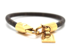 Louis Vuitton monogram gold bracelet iconic luggage tag charm