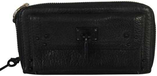 Preload https://img-static.tradesy.com/item/23337687/chloe-black-zipper-with-decorative-lock-and-key-wallet-0-1-540-540.jpg