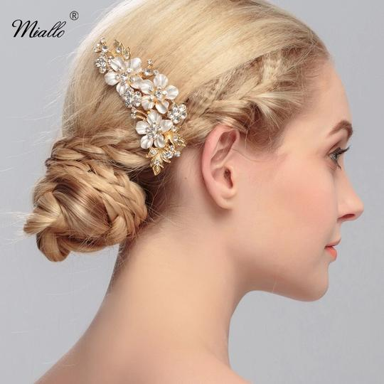 Preload https://img-static.tradesy.com/item/23337724/gold-plated-and-white-enamel-tiny-flower-pattern-bridal-hair-accessory-0-0-540-540.jpg