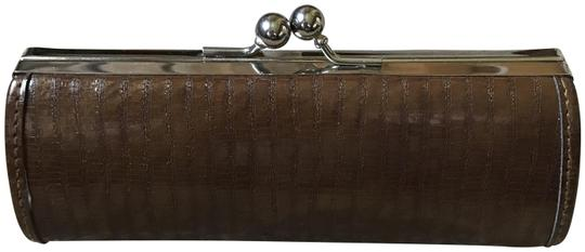 Preload https://item5.tradesy.com/images/brown-with-bronze-highlights-reader-glasses-case-23338079-0-2.jpg?width=440&height=440