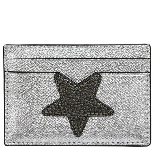 Preload https://item1.tradesy.com/images/coach-sliver-card-case-holder-metallic-star-leather-credit-card-case-wallet-23338185-0-0.jpg?width=440&height=440