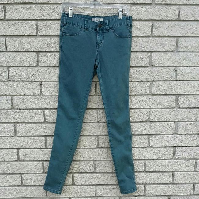 Preload https://img-static.tradesy.com/item/23338765/free-people-blue-vintage-wash-skinny-jeans-size-26-2-xs-0-0-650-650.jpg