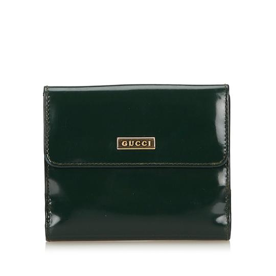 Preload https://item2.tradesy.com/images/gucci-green-patent-leather-wallet-23338811-0-0.jpg?width=440&height=440