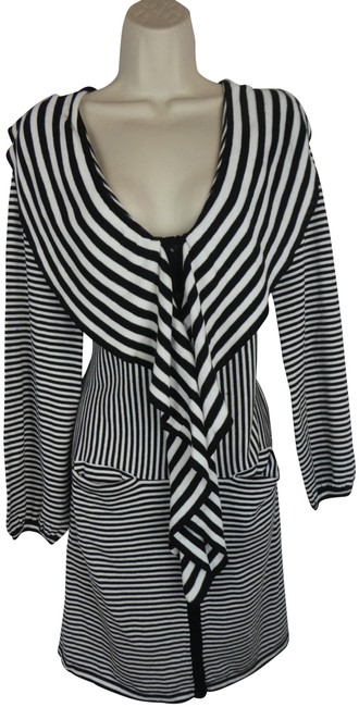 Preload https://item1.tradesy.com/images/anne-fontaine-black-38-s-white-stripe-short-casual-dress-size-4-s-23338850-0-1.jpg?width=400&height=650