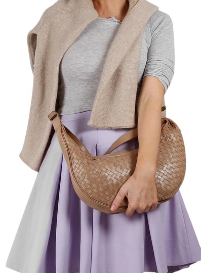 Preload https://img-static.tradesy.com/item/23339012/bottega-veneta-woven-beige-leather-hobo-bag-0-1-540-540.jpg