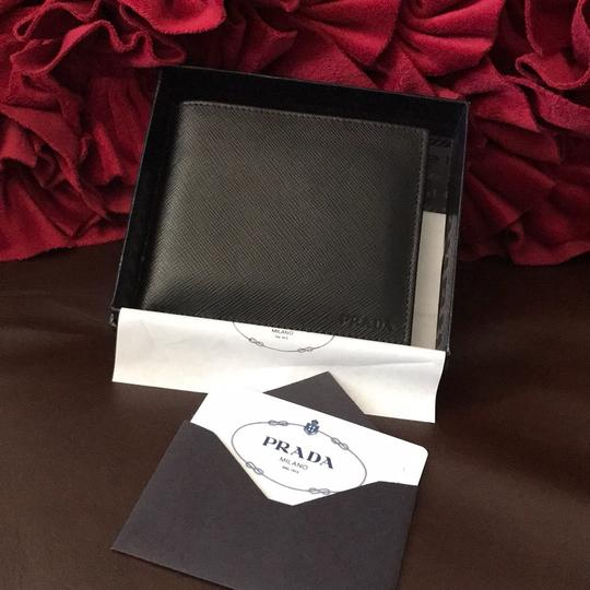 Prada Prada men's leather wallet new with gift box total 16 credit card slots, a full bill slot made in Italy, bought in Milan