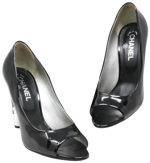 Preload https://item2.tradesy.com/images/chanel-black-classic-cc-patent-leather-silver-metal-peep-toe-heels-395-pumps-size-us-85-regular-m-b-23339051-0-1.jpg?width=440&height=440