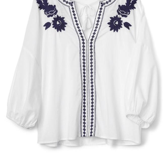 Preload https://item4.tradesy.com/images/gap-white-embroidered-peasant-blouse-size-12-l-23339193-0-2.jpg?width=400&height=650