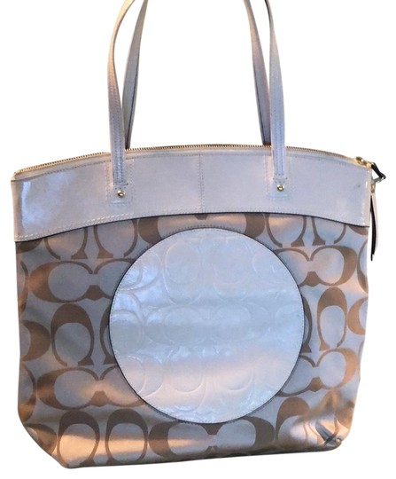 Preload https://img-static.tradesy.com/item/23339270/coach-logo-leather-and-textile-tote-0-1-540-540.jpg