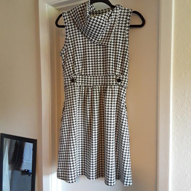 Preload https://item2.tradesy.com/images/monteau-los-angeles-whitecharcoal-mid-length-short-casual-dress-size-12-l-23339341-0-0.jpg?width=400&height=650