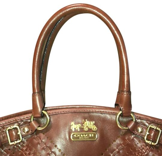 Preload https://item5.tradesy.com/images/coach-leather-tote-23339439-0-2.jpg?width=440&height=440