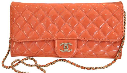 Preload https://item4.tradesy.com/images/chanel-clutch-east-west-patent-quilted-brilliant-with-chain-salmon-pink-leather-shoulder-bag-23339518-0-2.jpg?width=440&height=440