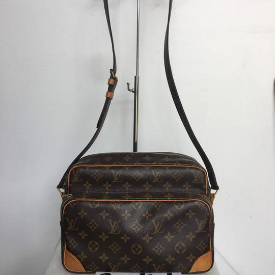 Preload https://img-static.tradesy.com/item/23339584/louis-vuitton-nile-monogram-canvas-cross-body-bag-0-2-540-540.jpg