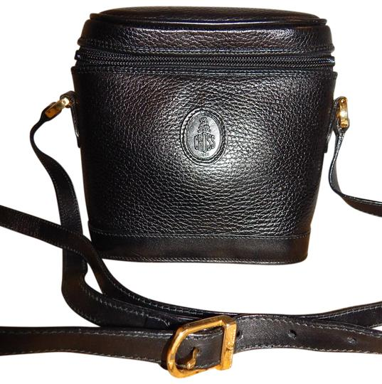 Preload https://img-static.tradesy.com/item/23339715/mark-cross-flap-bucket-camera-shoulder-black-leather-cross-body-bag-0-1-540-540.jpg