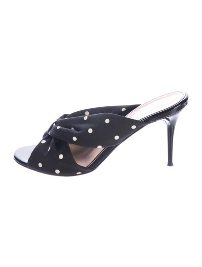 Preload https://img-static.tradesy.com/item/23339858/oscar-de-la-renta-black-glenn-polka-dot-slide-sandals-size-us-65-regular-m-b-0-0-540-540.jpg